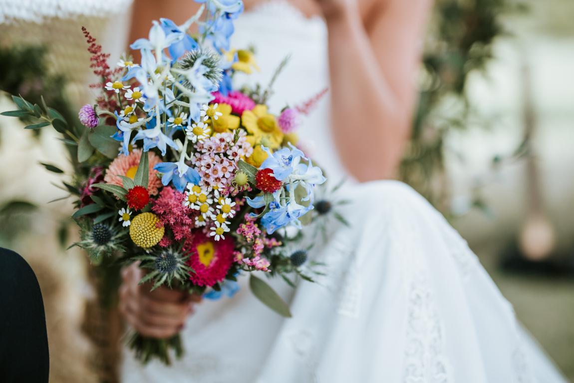 bouquet-de-la-mariee-colore-et-original-pour-un-mariage-vitamine-au