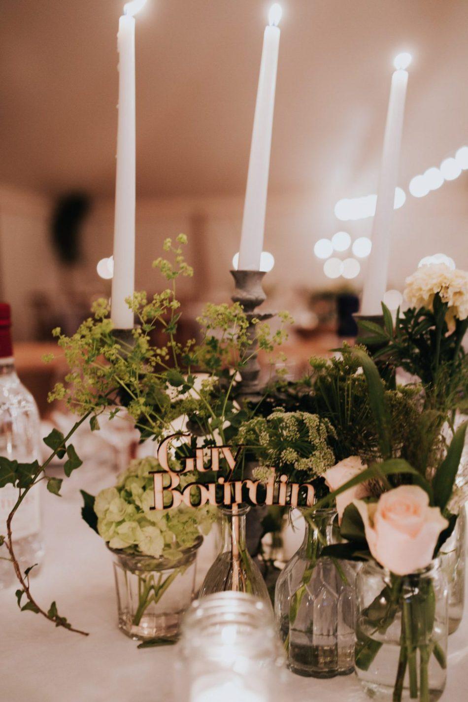 Décoration de table avec fleurs pour mariage