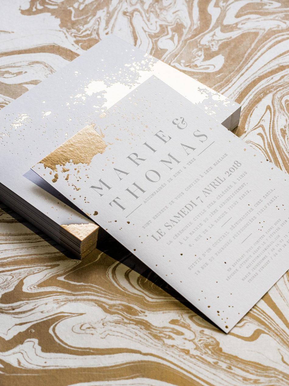 Faire-part mariage avec taches doré et typo très moderne imprimé sur un papier épais 700 gr Colorplan
