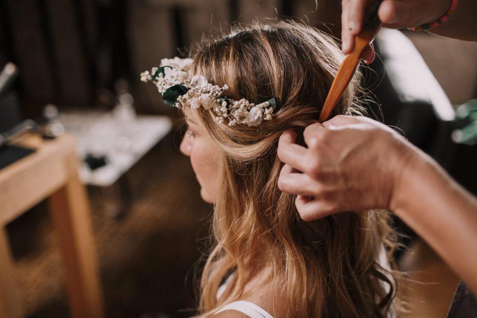 coiffeur mariage tresse et couronne de fleurs