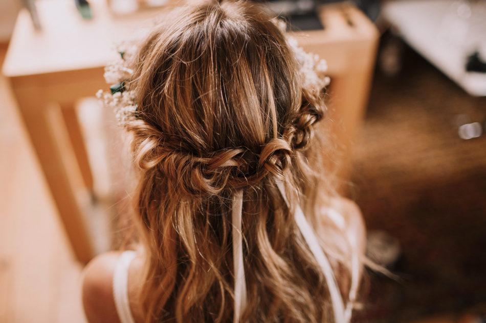 coiffure mariage tresses et couronne de fleurs