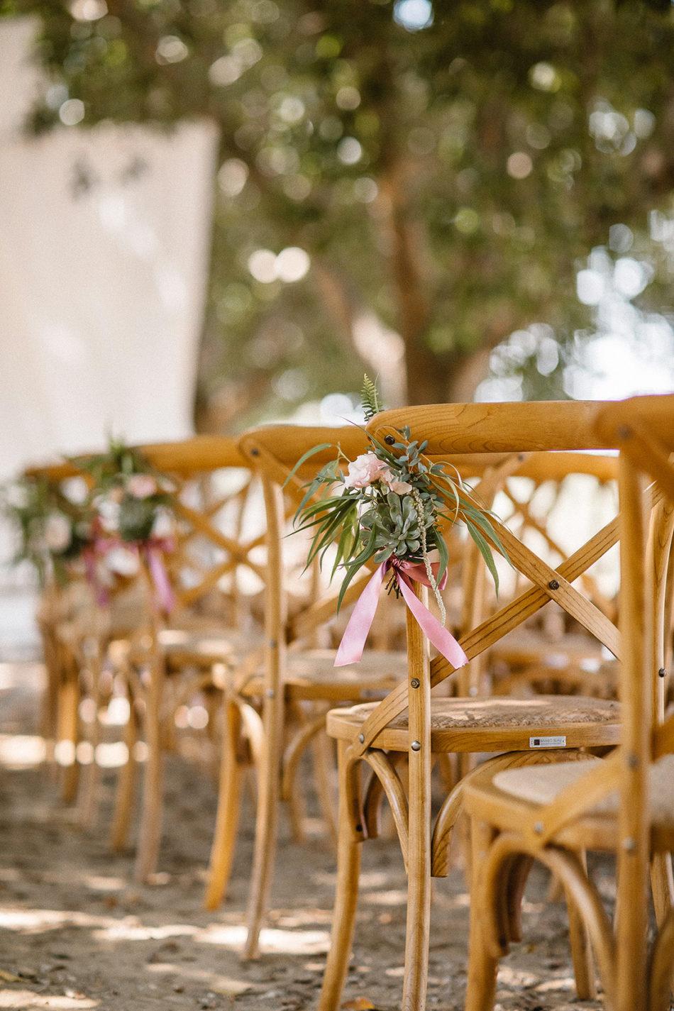 idée de fleurs pour bout de banc mariage