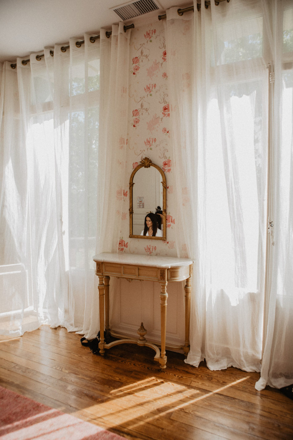 preparation de la mariée dans sa chambre