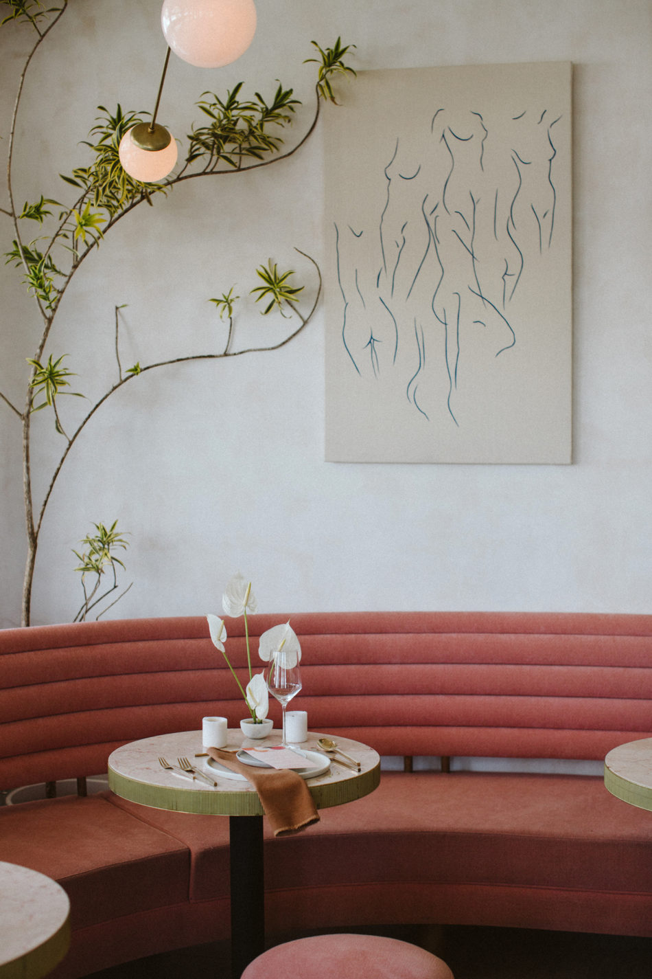 Photoshoot inspiration mariage moderne et simple,chic restaurant in california