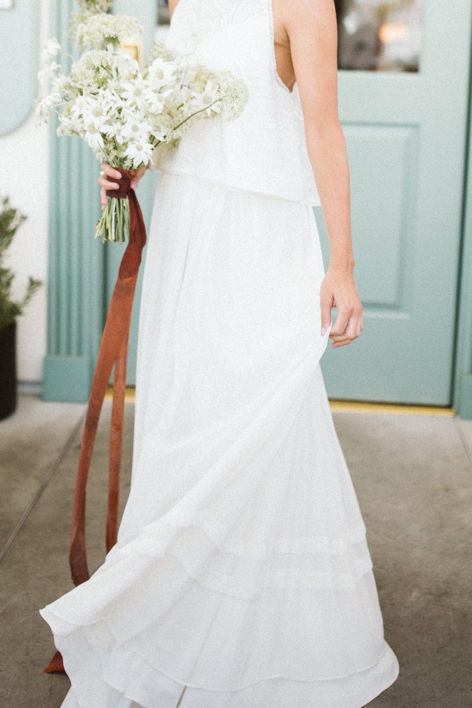 Photoshoot inspiration mariage moderne et simple,robe de mariée moderne et simple