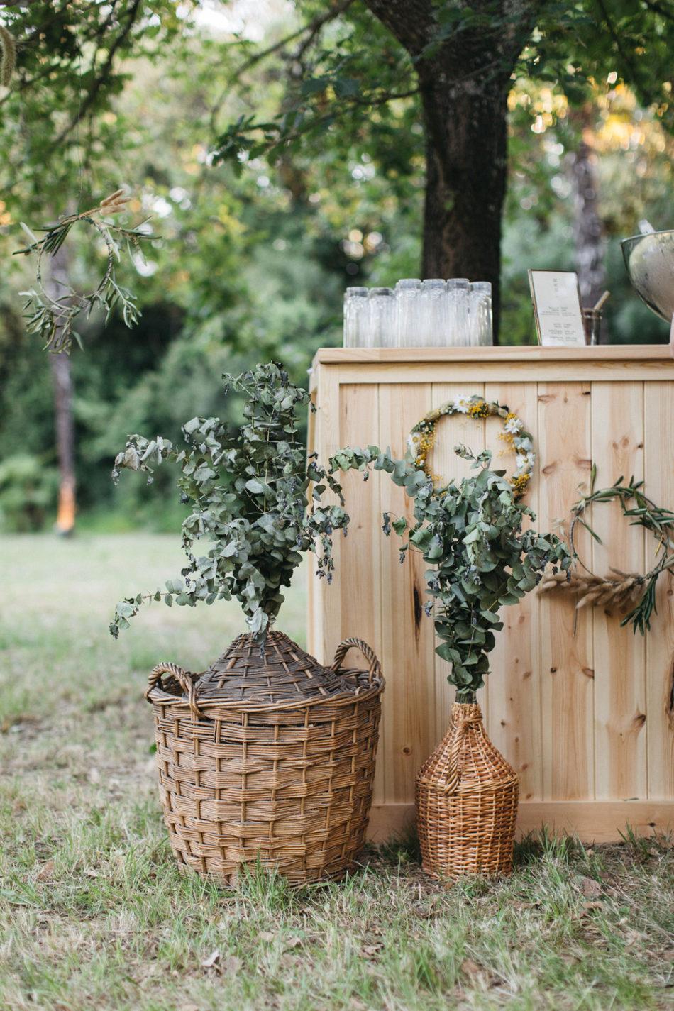 un mariage simple authentique, idée deco mariage bohème eucalyptus