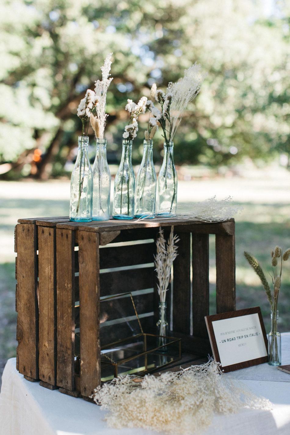 un mariage simple authentique, idee de deco mariage avec des caisses en bois