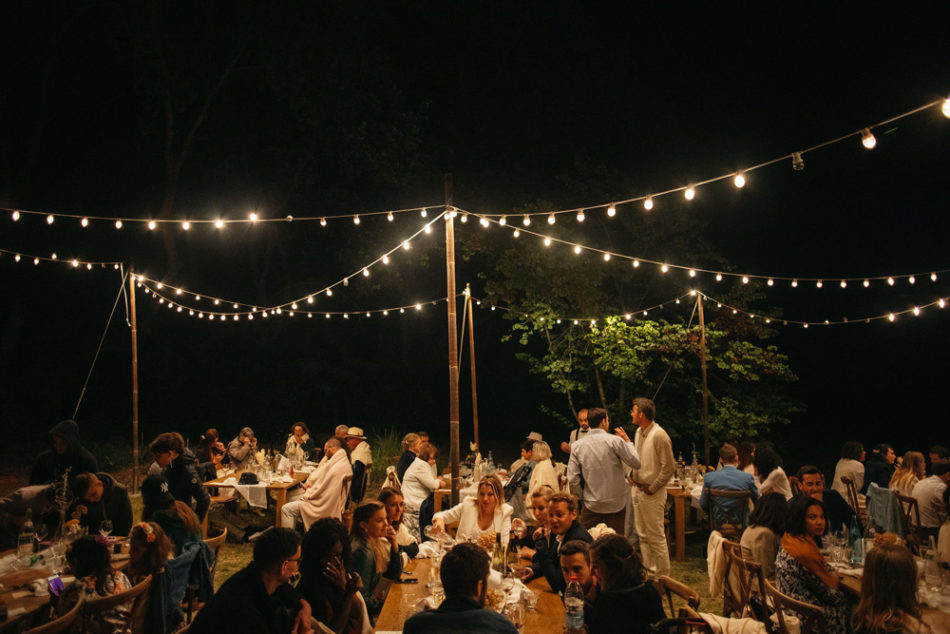 un mariage simple authentique, idée de table mariage avec lumiere guiguette