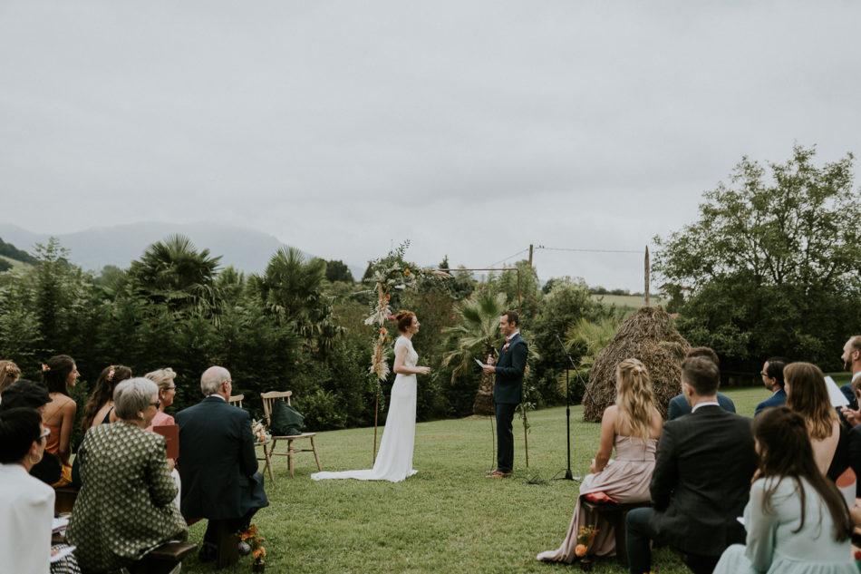 decor de mariage avec de la pampa bohème