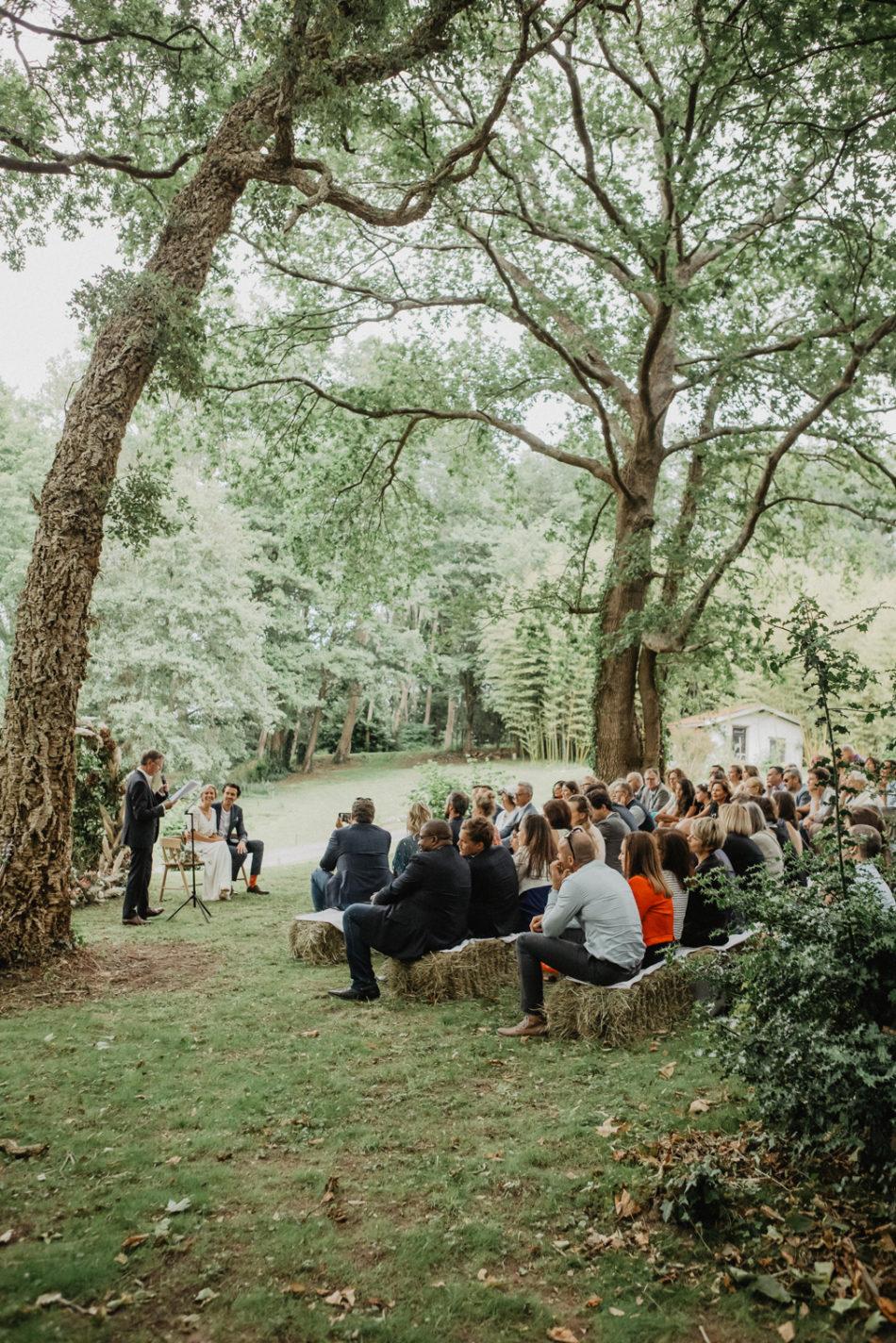 ceremonie laique sous les arbres