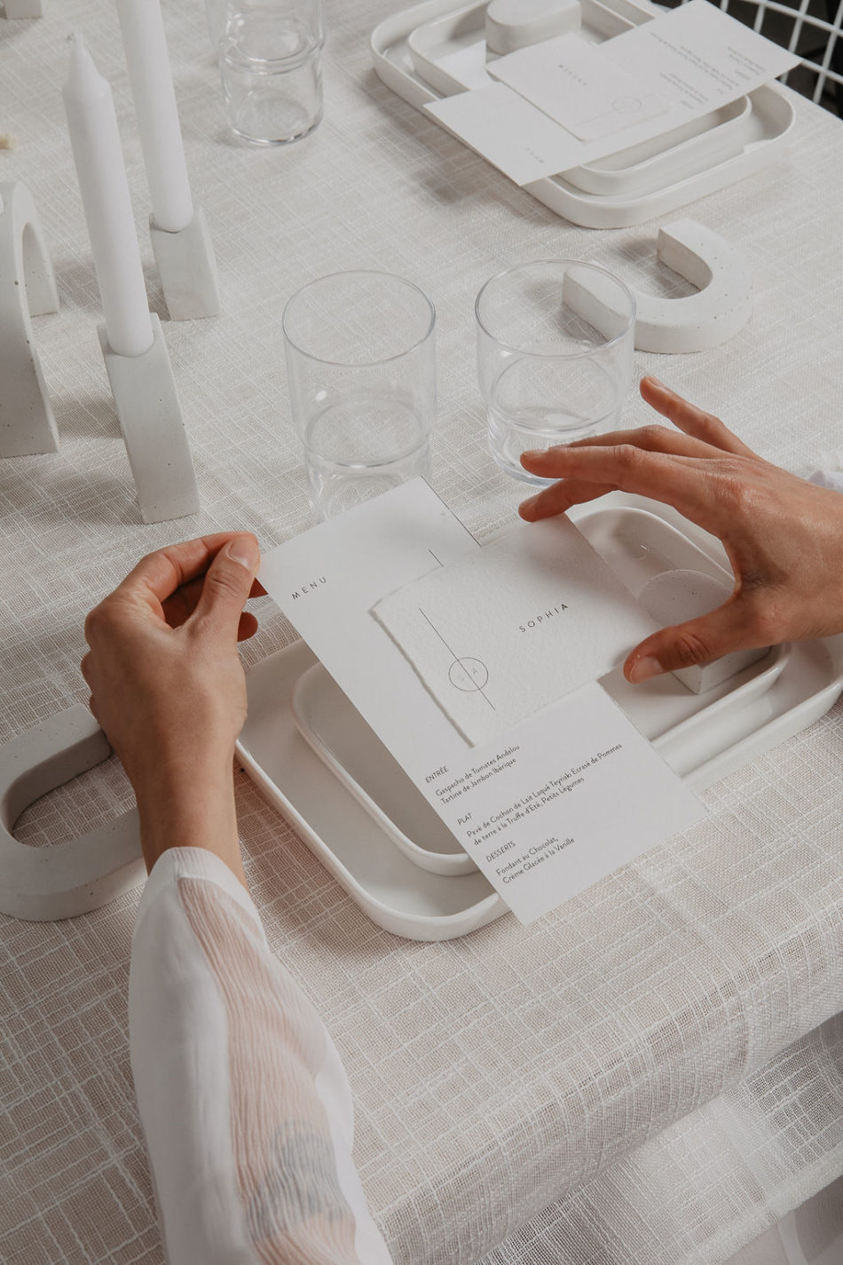 mariage japandi tout blanc et beton